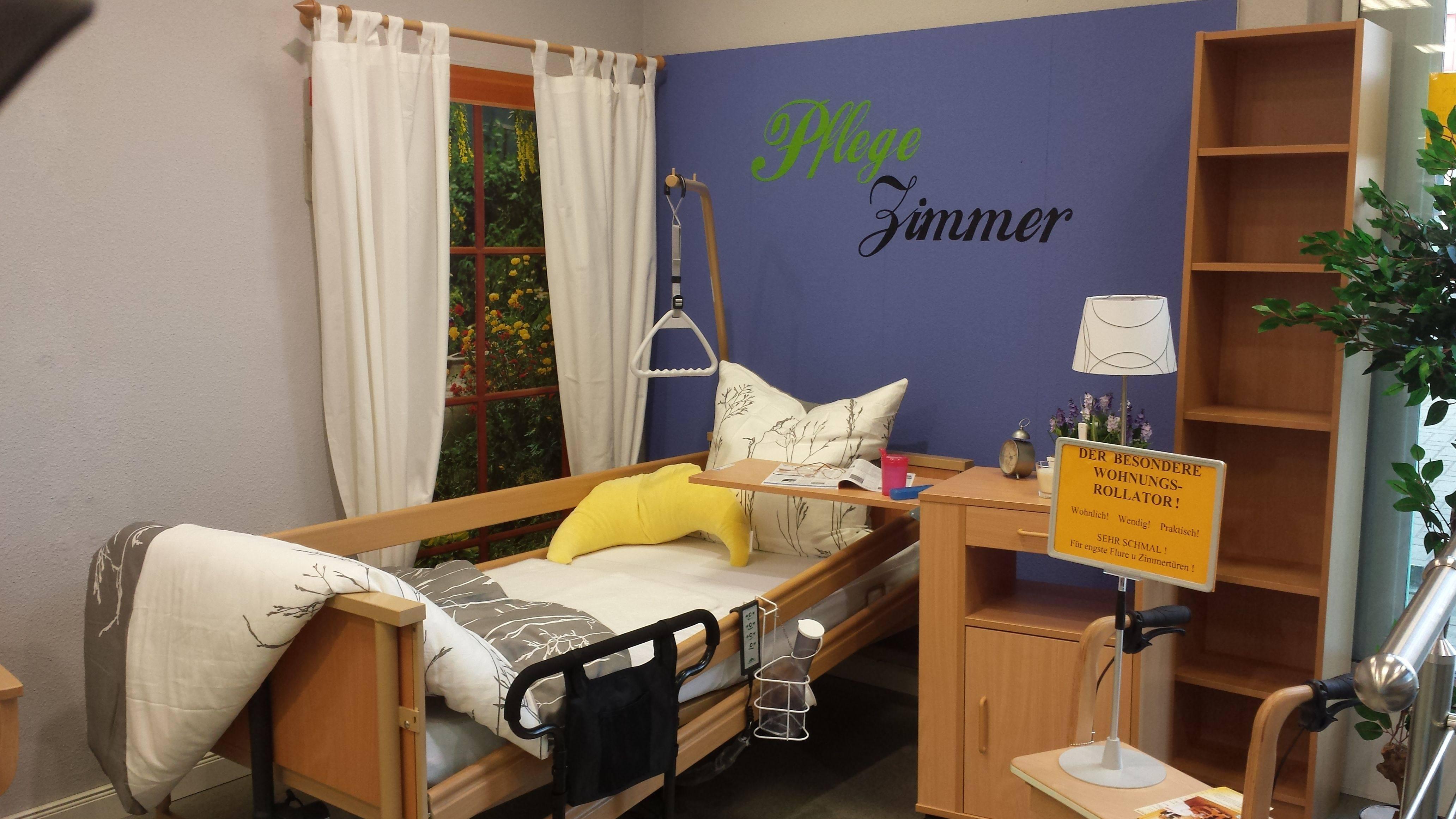 Ein elektrisches Pflegebett, eine Anti-Dekubitus-Matratze, ein funktioneller Pflege-Nachttisch. Günstig im Pflege-Discount Gelnhausen erhältlich.