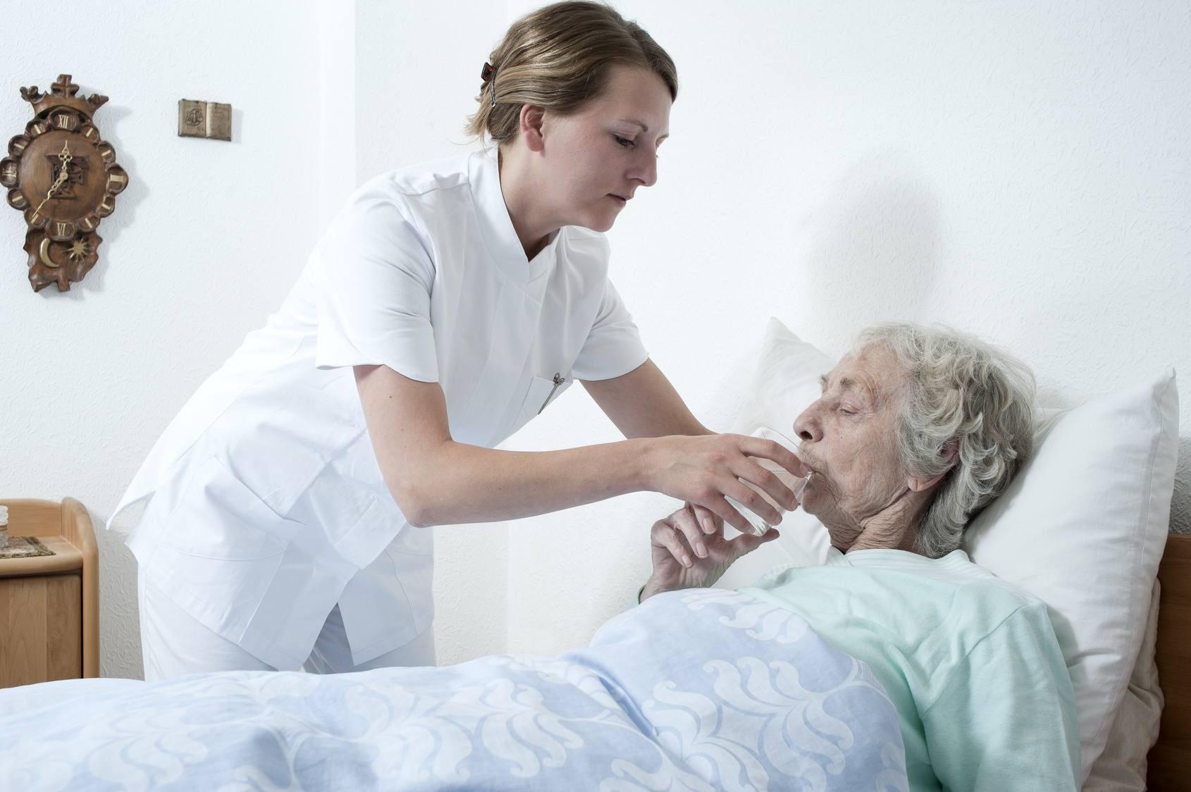 Günstiges, höhenverstellbares Pflege-Bett, günstige Anti-Dekubitus-Matratze, Günstig im Pflege-Discount Gelnhausen erhältlich.